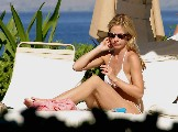 Sarah Michelle Gellar in sunbathing