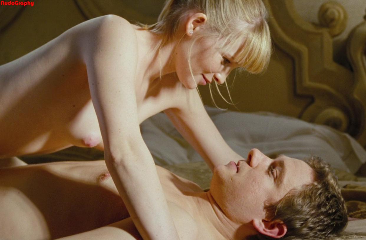nude pics of laura linney