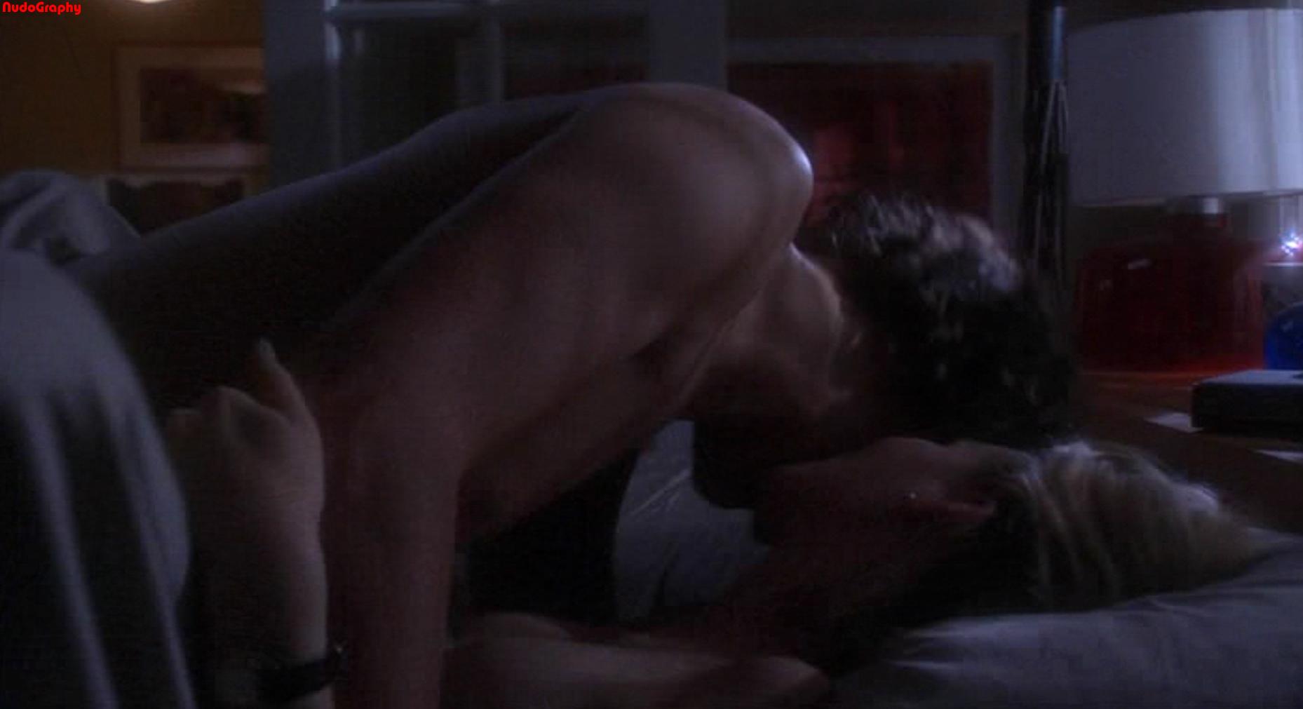 Image kissing lesbian