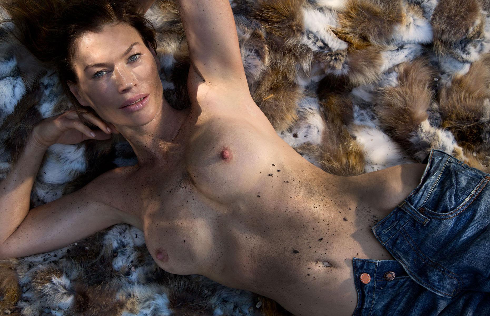 Фото голой carrie, Голая Кэрри-Энн Мосс фото (16 фотографий высокого.) 8 фотография