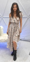 434x768, 67 KB, Hailee_Steinfeld_sexy_at_Winter_Bumbleland_in_Rancho_Mirage-01.jpg