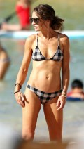 678x768, 61 KB, Rebecca_Gayheart_in_a_bikini_on_a_beach_in_Hawaii-01.jpg