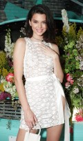 704x768, 106 KB, Kendall_Jenner_Tiffany__Co_Paper_Flowers_event_in_NYC-01.jpg