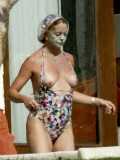 Nude pics of goldie hawn