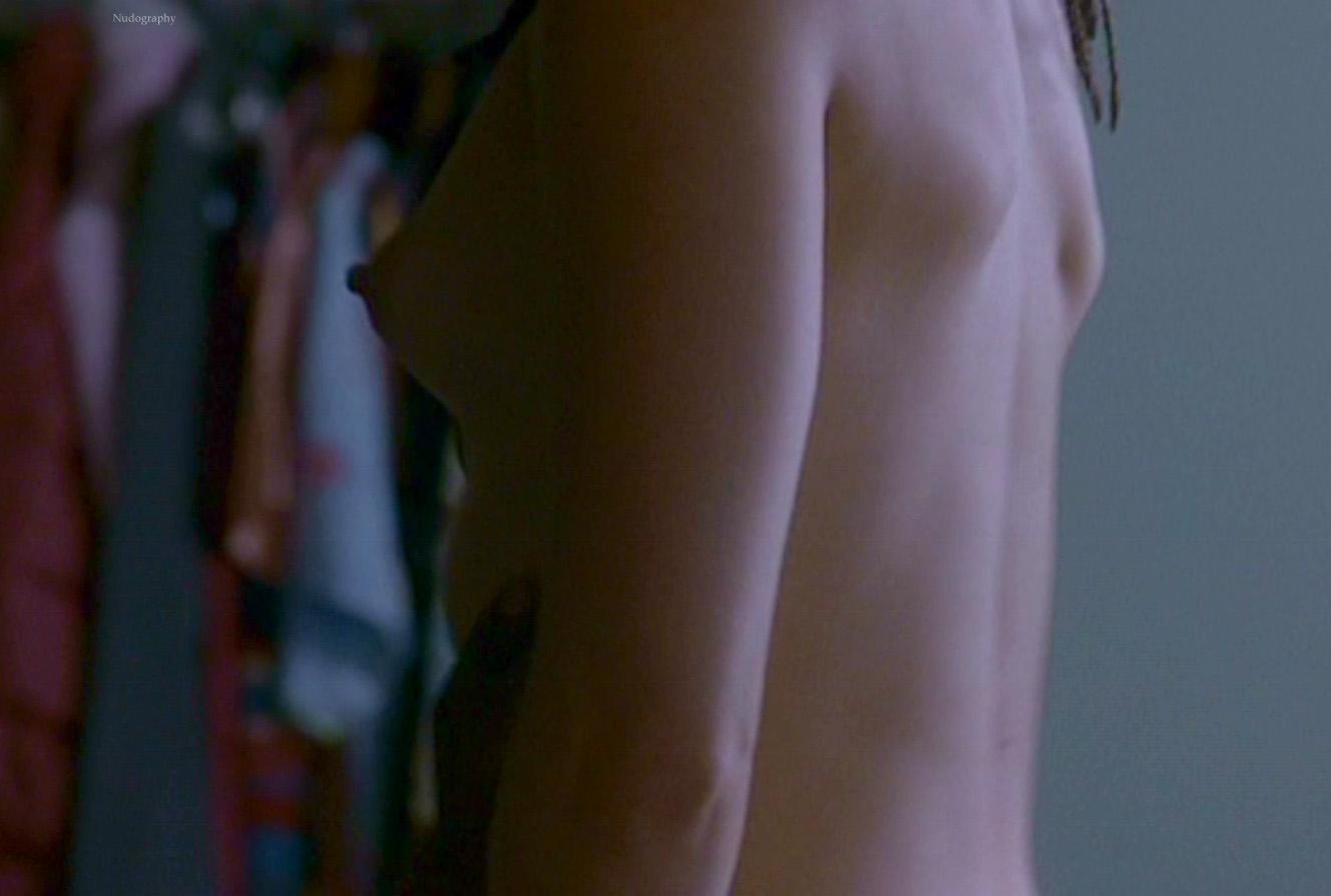 mena-suvari-stuck-sex-bikini-top-hot
