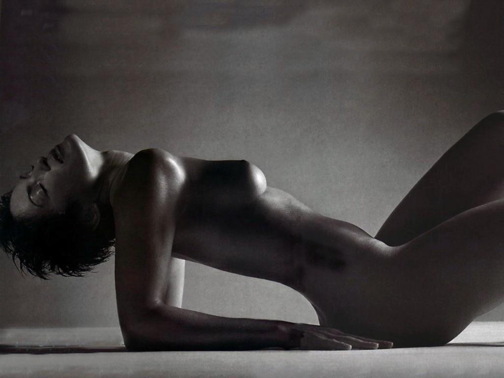 Mariska_Hargitay-nude-001.jpg