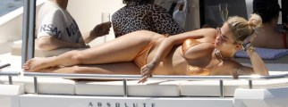 1024x669, 80 KB, Rita_Ora_in_a_gold_bikini_on_a_yacht_in_Barcelona.jpg