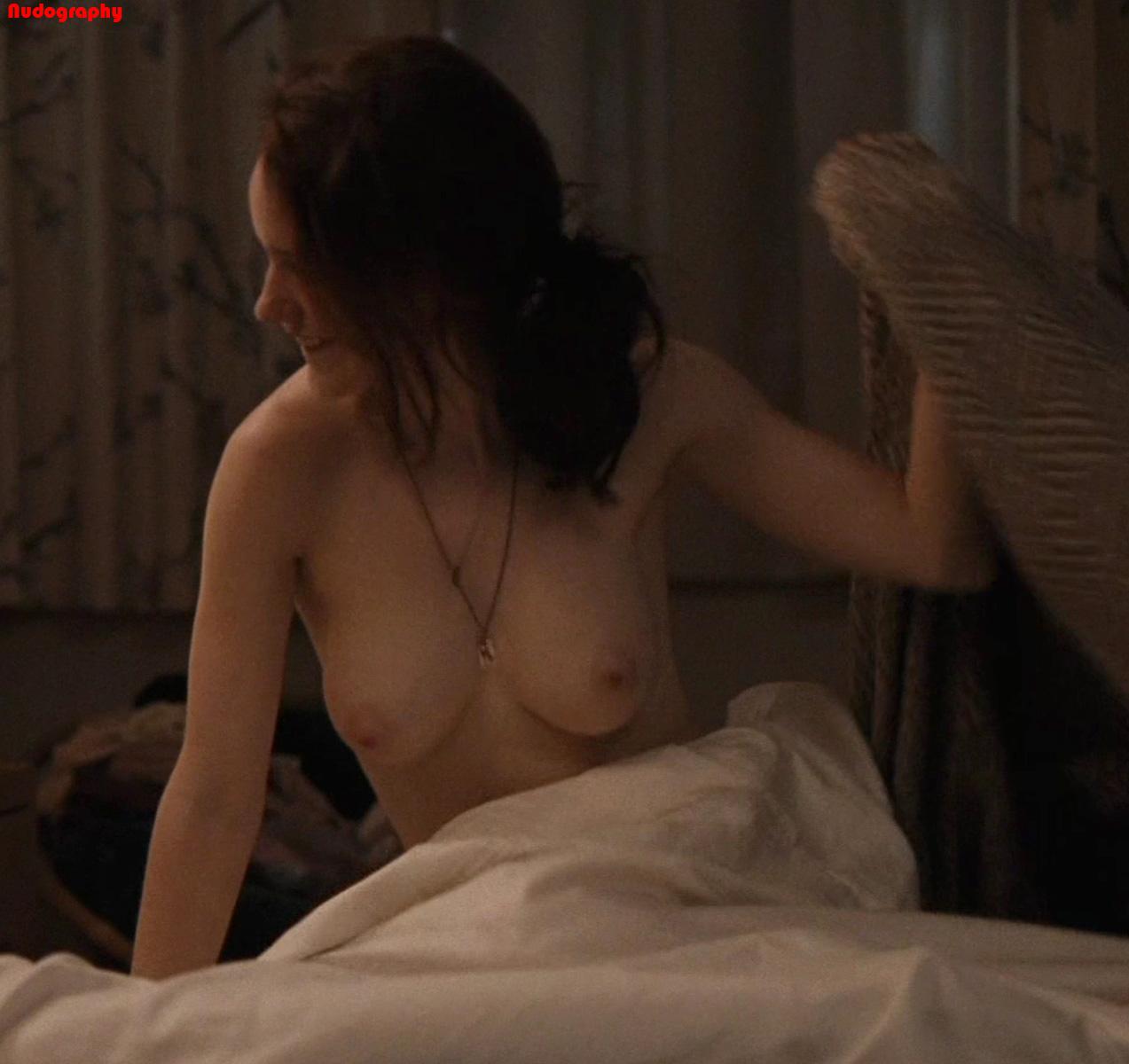Rachel Brosnahan Topless